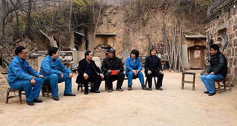 """公司领导春节前为困难职工""""送温暖"""""""